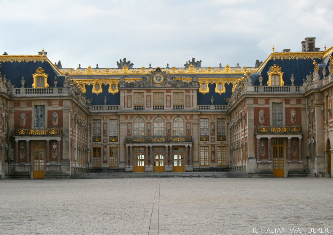 The beautiful main façade of Versailles. There, in the middle, on the first floor, the king used to rise in the morning and overlook its reign.